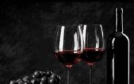 Uống rượu vang đỏ có thể chống điếc