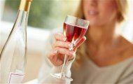 Uống rượu vang giúp chống nắng
